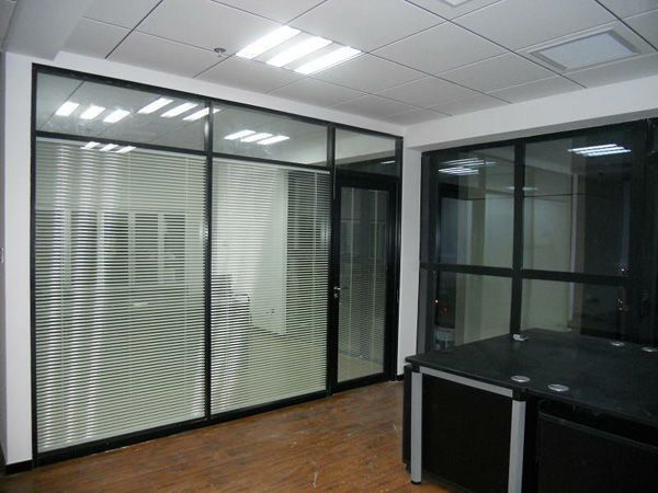 办公室装修隔断效果图