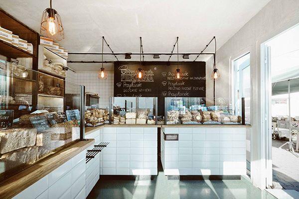 蛋糕店裝修中更要注意店面的整潔和環保材料的運用,給顧客一種健康、溫馨的環境體驗。一般情況下,喜歡蛋糕的多以婦女兒童居多,所以一般蛋糕店的裝修色調都以健康明朗輕快的暖色調為主,所以要從這些方面多下些功夫。一般情況下,在整體蛋糕店裝修上,蛋糕店應該采用透光較好的玻璃做外墻。這樣,不但給人視覺上的美感,而且也有拓展空間的效果,并且給人窗明幾凈的.