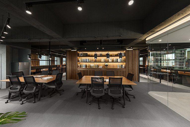 合肥装修公司分享构筑舒心氛围的loft工业风格办公室设计图片