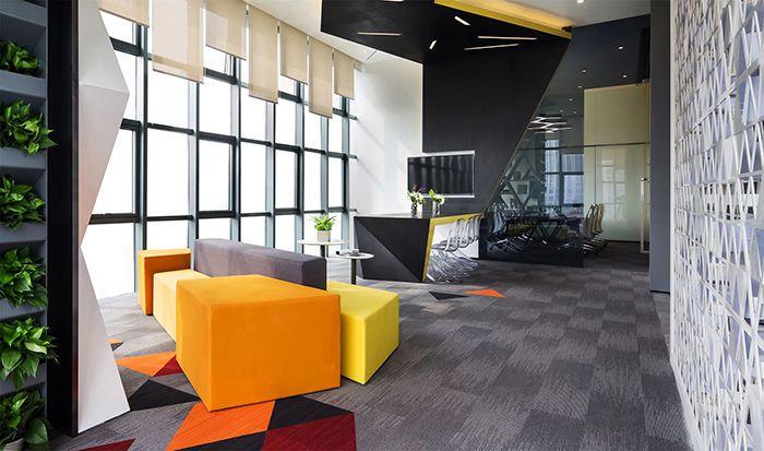 在越来越讲究办公室装修人性化的时代,企业也开始注重茶水休闲区设计,休闲洽谈区作为工作人员之间或与客户之间非正式的洽谈场所,有利于人与人之间信息交流和相互了解,增强了交流环境的都市氛围,使人们的工作交流更加轻松。在办公室装修中可根据茶水间相应的空间布局来进行创意设计,还要注意在色彩搭配上尽量营造一种舒适的氛围,以让白领在工作休息之际得到放松。